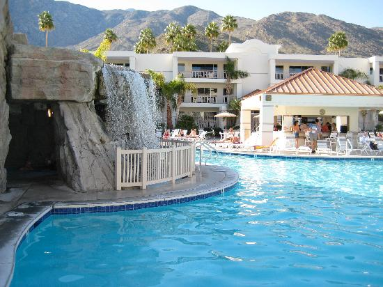 Palm Canyon Resort & Spa: POOL WATERFALL