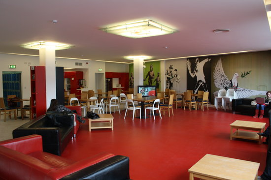 Abigails Hostel: Open plan social area