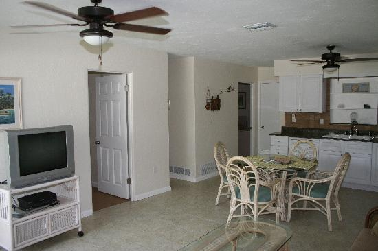 Venice, FL: Standard 2 Bedroom Kitchen