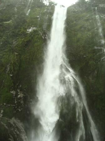 Milford Sound, New Zealand: sfiatato Bowen