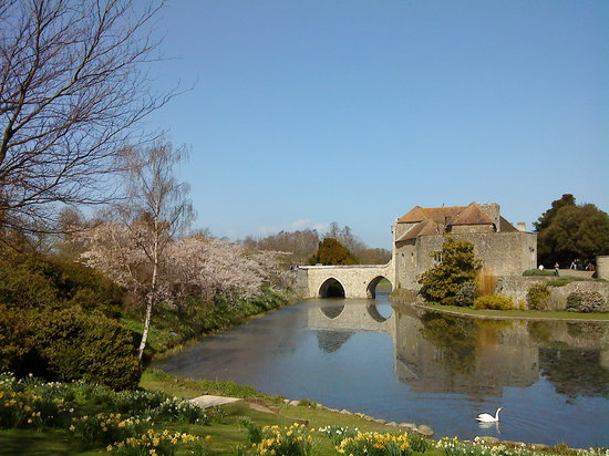 , UK: leeds castle medieval bridge