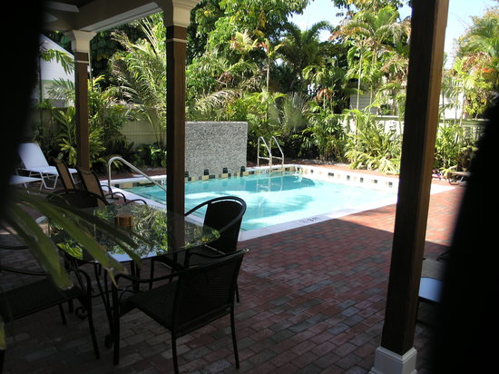 Travelers Palm Inn: The Pool and Lanai