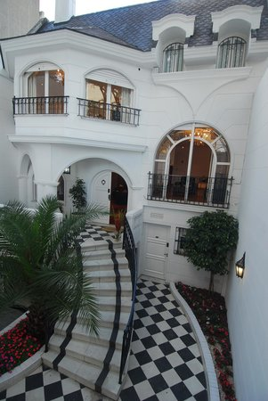 Aura Suites Boutique Hotel