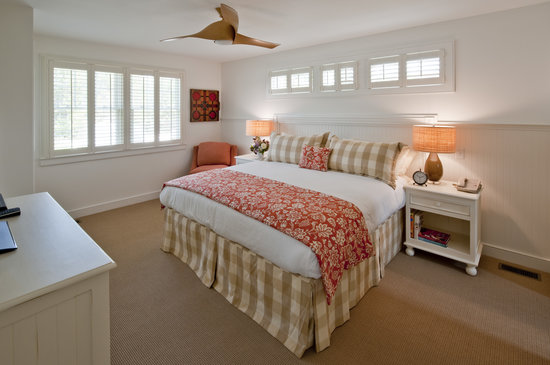 Edgartown, MA: At the Winnetu, guests can choose from 1-to-4 bedroom air-conditioned suites and studios - compl