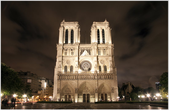 París, Francia: Notre Dame Cathedral - taken the following night