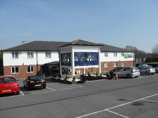 Holiday Inn Express Canterbury: Hotel front