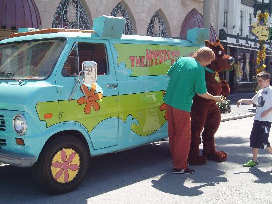 Hyatt Place Orlando/Convention Center: Meeting Shaggy and Scooby Doo at Universal Studios