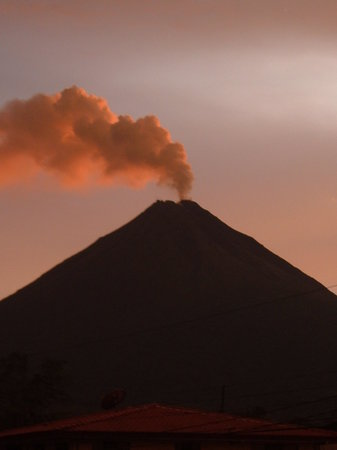 ----, -: volcan arenal