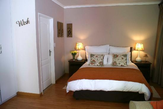 No. 5 on Franschoek: Luxury en suite Orange Room