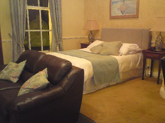 Latchfords of Baggot Street: Bed and Sofa, Room 7