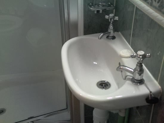 Tiny Bathroom Sink - Picture of Castle View Guest House, Edinburgh ...