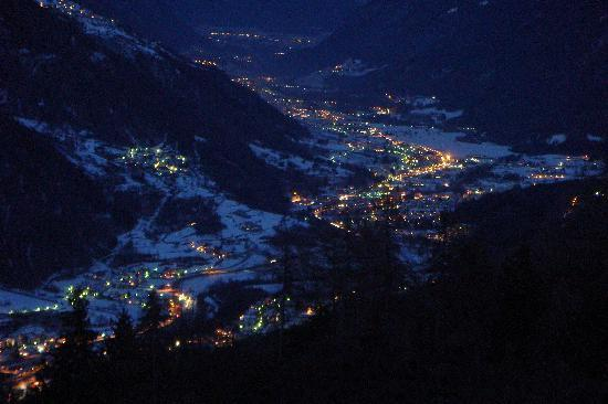 Mezzana, Italie : Val di Sole di notte 