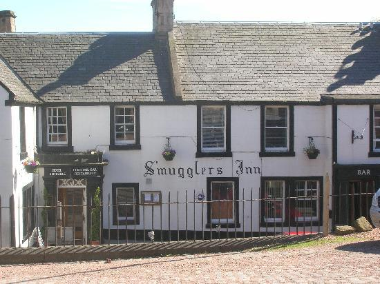 Anstruther, UK: Smugglers Inn from car park opposite