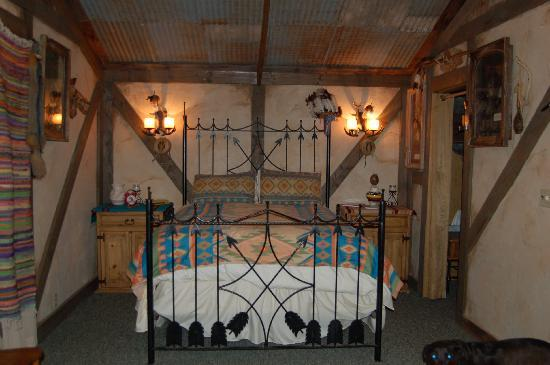 The Bunkhouse Bed and Breakfast: Indian Room