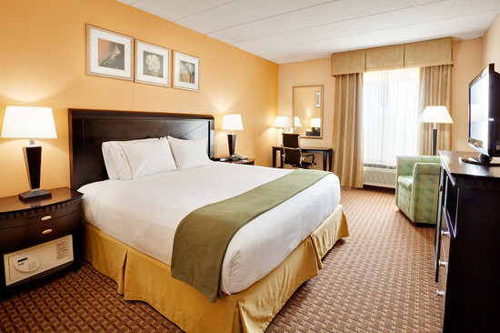 Baymont Inn &amp; Suites East Windsor: Newly renovated guest rooms - King luxury bed
