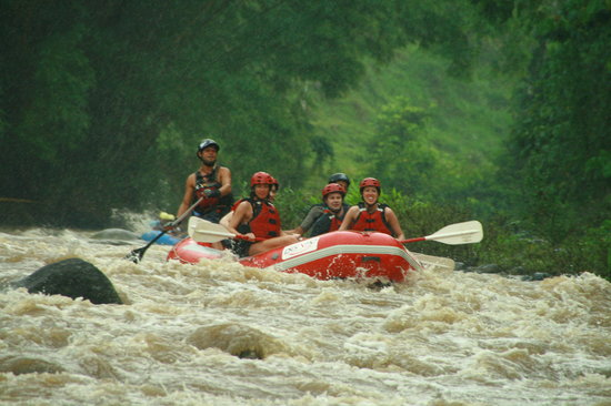 La Fortuna de San Carlos, Kosta Rika: White water rafting on Rio Balsa