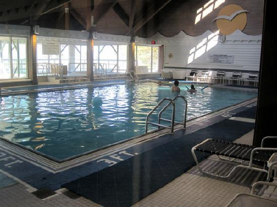 Oregon, : Large indoor pool and 2 hot tubs.