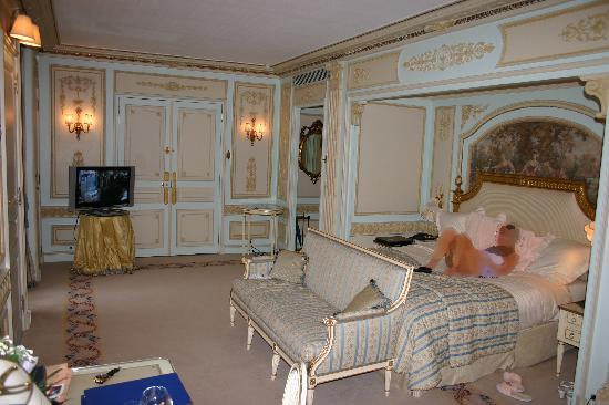 Our bed picture of ritz paris paris tripadvisor for Chambre d hotel paris