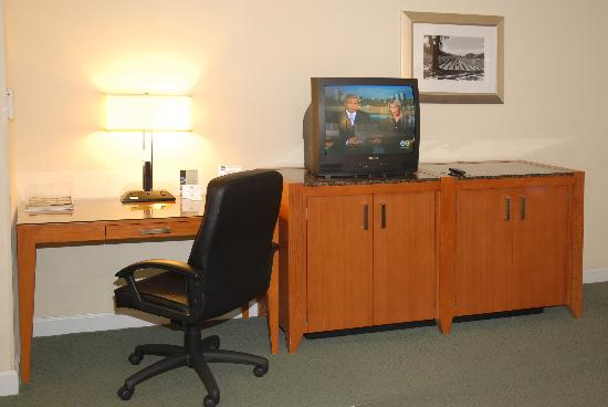 BEST WESTERN Somerset Inn: Double Queen Room - Desk