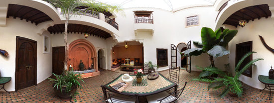 Riad Dar Dialkoum: 2nd patio