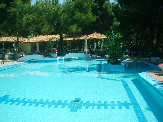 http://media-cdn.tripadvisor.com/media/photo-s/01/83/d4/3d/the-pool.jpg
