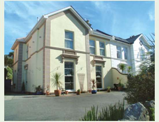 The Wellsway: Front of Hotel