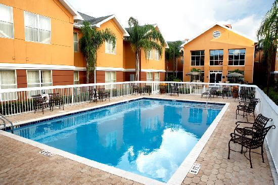 Homewood Suites by Hilton St. Petersburg Clearwater: Take a dip on a hot Florida day.