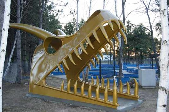 Sudbury, Canada: New Dragon (22 feet long by 11 feet high) people walk through
