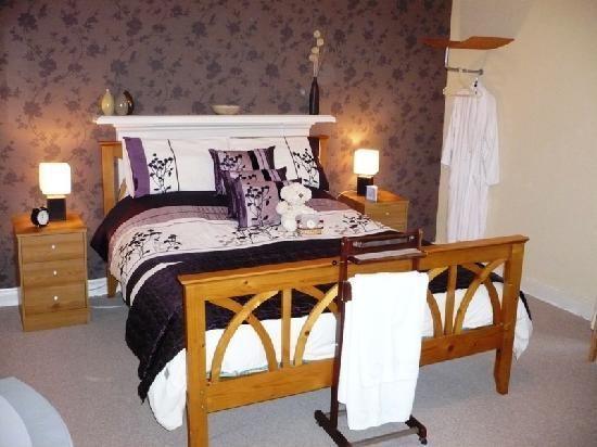 Balmashanner Bed and Breakfast: Lour King Size Room
