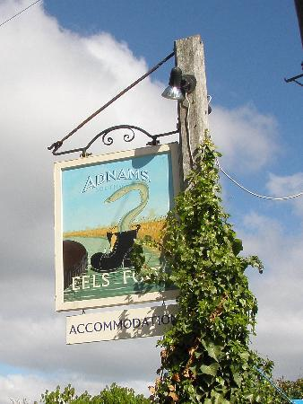 The Eels Foot Inn: Interesting inn sign!