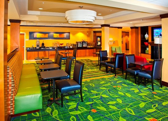 Fairfield Inn &amp; Suites Rockford: Breakfast Area