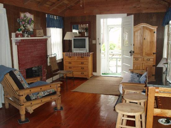 Yarmouth Country Cabins: cabin 19 interior