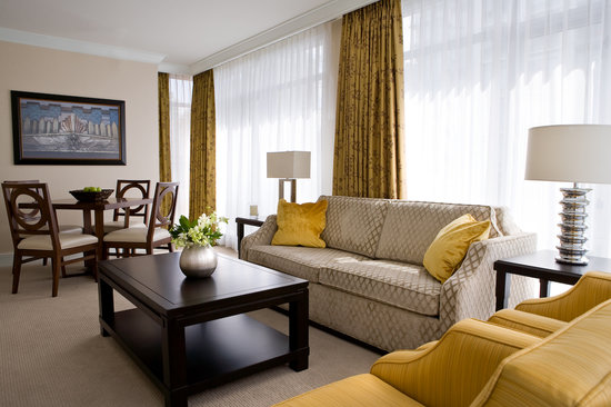 L&#39;Hermitage Hotel: One Bedroom Boutique Suite
