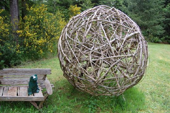 Green Cat Guest House and B&B: Big ball of yarn!