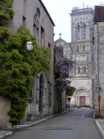 Vzelay, France : Rue St Pierre looking up to the cathedral 