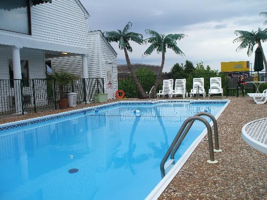 Lynina Inn: Ultra Clean pool too!