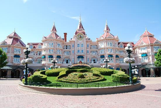 The Entrance To The Park Picture Of Disneyland Park