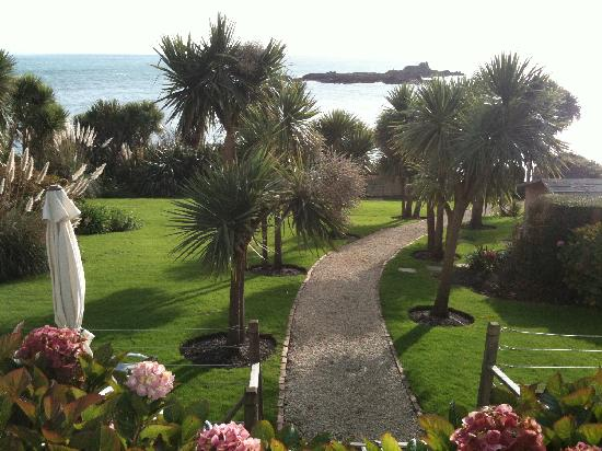 Jaine blackman takes a look at a cornish hotel on the coast and likes what she sees