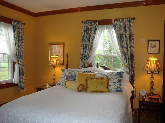 The House On The Hill Bed &amp; Breakfast: One of the elegant bedrooms