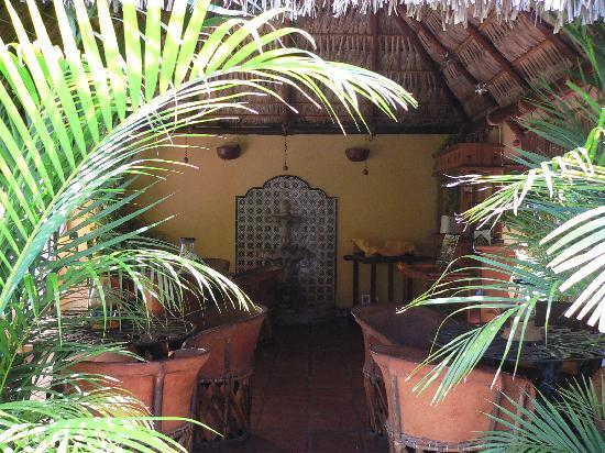 Norman Diego's The Mexican Inn: Entering palapa