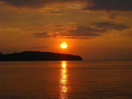 Pantai Cenang, Malezya: Amazing sunset from beach in front of our chalet