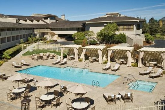 Hilton Garden Inn Monterey : Pool, whirlpool, cabanas and fire pit