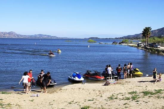 Sandy beach right in the park picture of lake elsinore for Lake elsinore fishing report