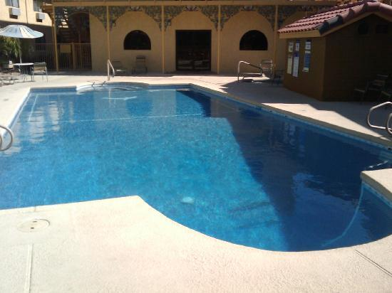 La Quinta Inn Phoenix - Arcadia: LOVELY heated pool