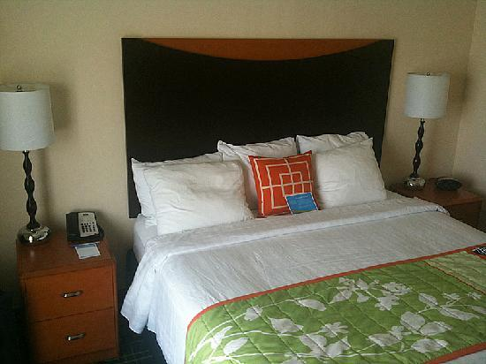 Fairfield Inn & Suites Auburn Opelika: Bed