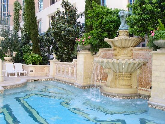 Garden Near The Quiet Swimming Pool Picture Of Venetian Resort Hotel Casino Las Vegas