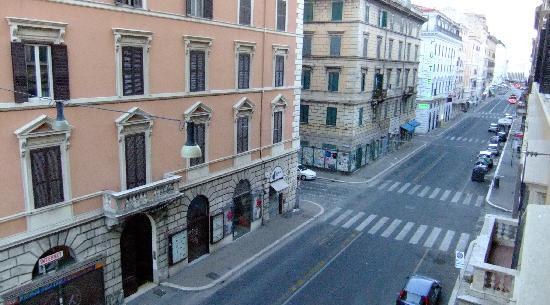 Aelius B&B by Roma Inn: VIA VOLTURNO FROM HOTEL WINDOW