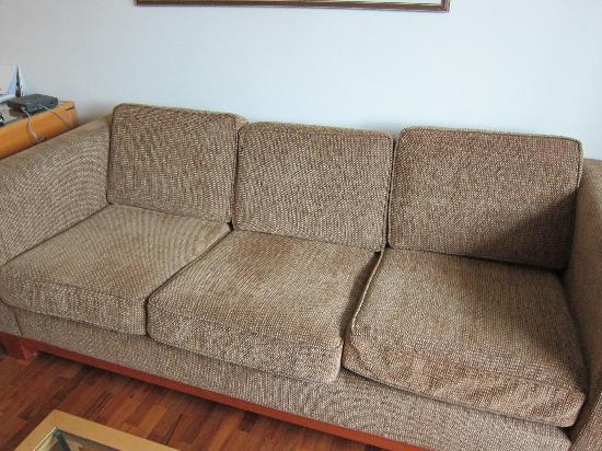 1970s couch   who knows