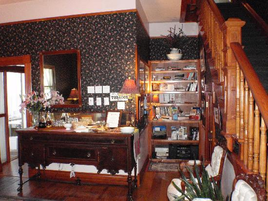 Mauger Estate B&B: The living room