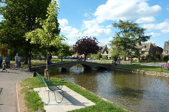 Bourton-on-the-Water, UK: Venice of the Cotswolds